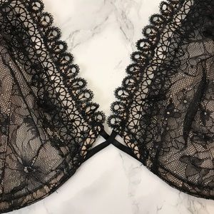 Victoria's Secret Intimates & Sleepwear - Victoria's Secret Very Sexy Unlined Plunge Bra